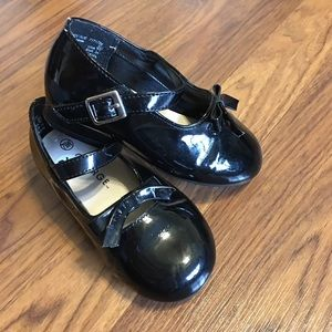 Toddler shoes size 7.5 W dress shoes